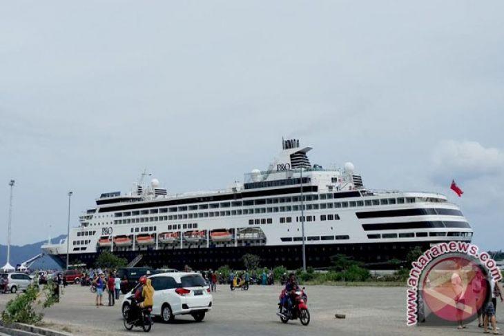 Kapal Pesiar MS Seabourn sandar di Sabang