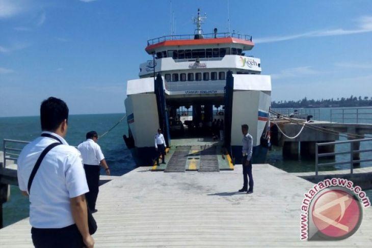 Arus mudik - KMP Teluk Sinabang layani pemudik ke simeulue