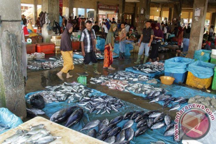 Cuaca buruk harga ikan naik di Lhokseumawe