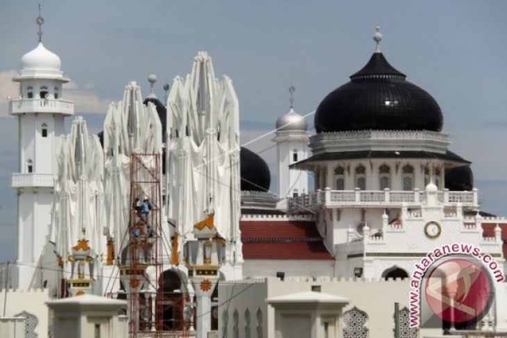 Payung Masjid Raya rusak akibat angin kencang