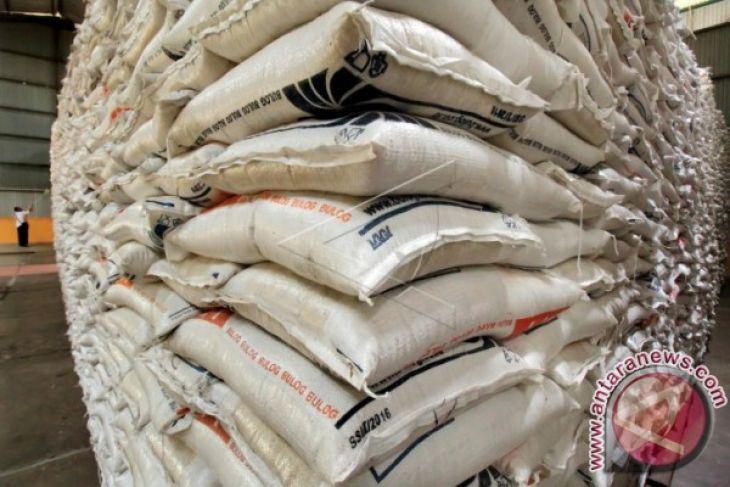 Bulog Aceh gelar operasi pasar beras medium
