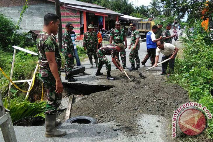 Banjir putuskan jalan penghubung desa Aceh Barat