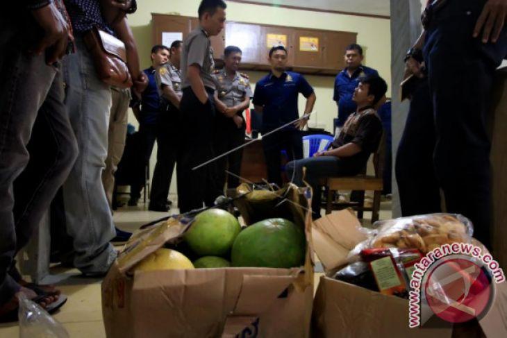 Mengaku bawa bom seorang pria ditahan polisi