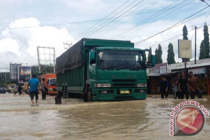 Hubungan transportasi Tapaktuan-Medan lumpuh