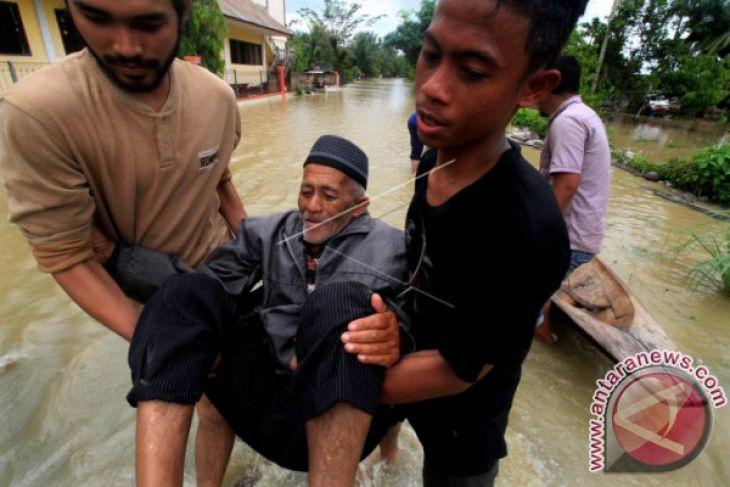 TNI AL bantu korban banjir Aceh Utara