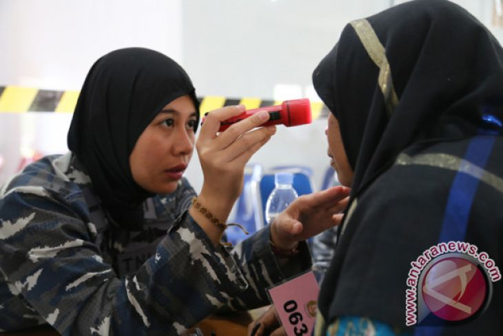 TNI-AL layani pengobatan gratis di Aceh