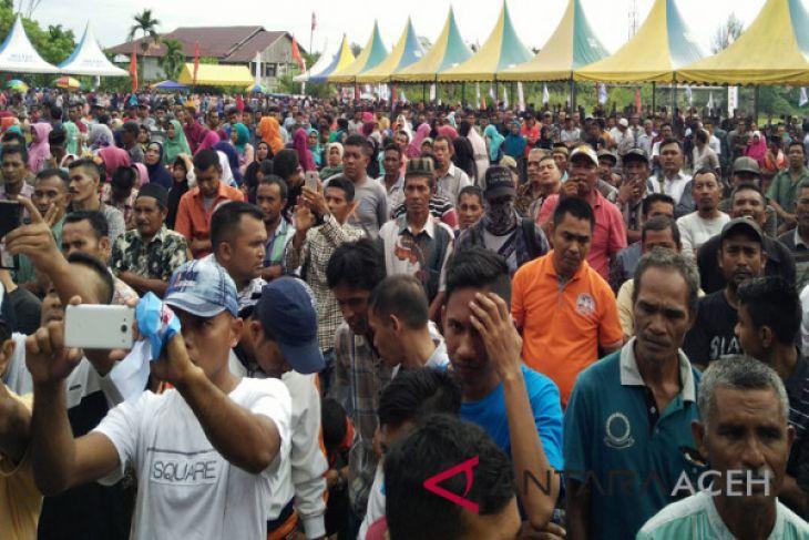 Belasan ribu warga hadiri deklarasi pasangan Azam