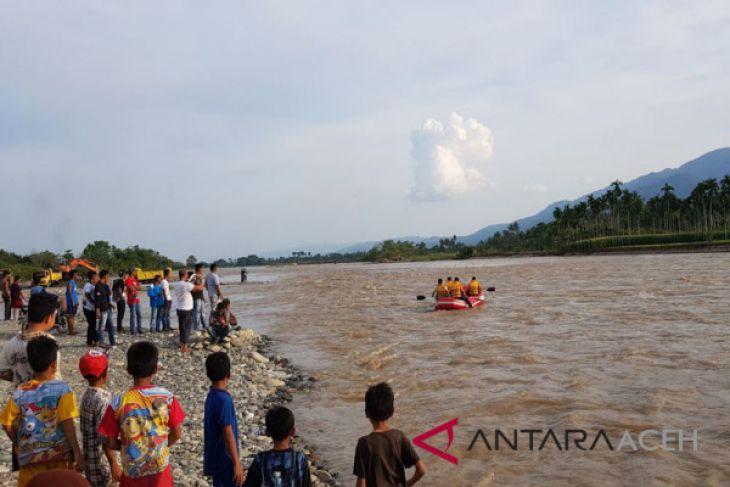 SAR Kutacane lanjutkan cari seorang jatuh di sungai