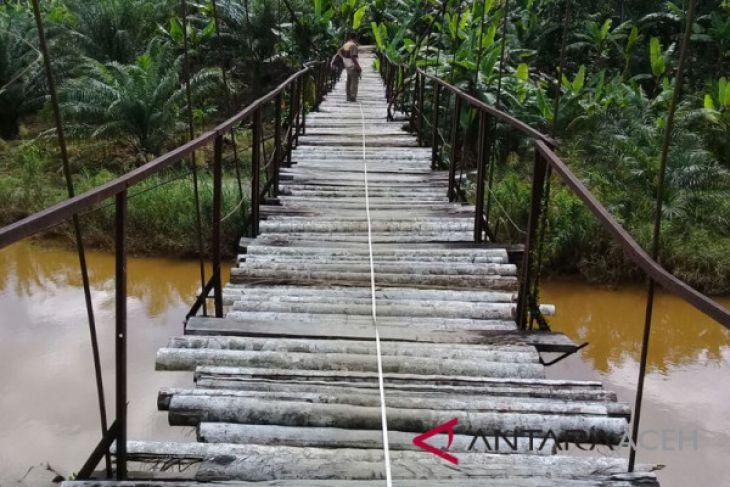 Jembatan penghubung Aceh Barat terancam ambruk