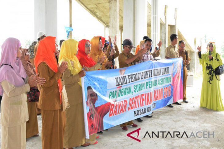 Puluhan guru Aceh Timur tuntut tunjangan sertifikasi