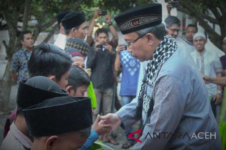 Perusahaan tambang santuni santri di Aceh Barat