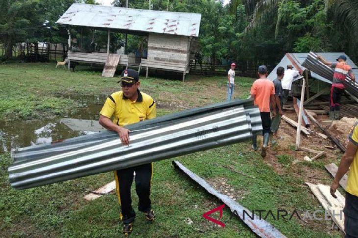 Polisi Aceh Utara bersihkan tempat ibadah