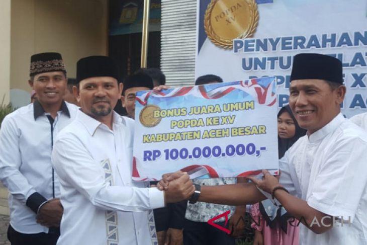 Bupati Aceh Besar serahkan bonus atlet Popda