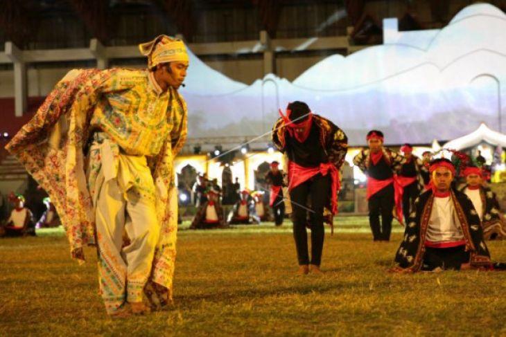 Peserta PKA Aceh Tengah kenakan kerawang Gayo