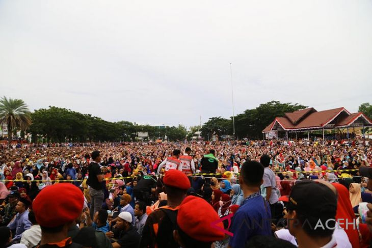Puluhan ribu warga Lhokseumawe
