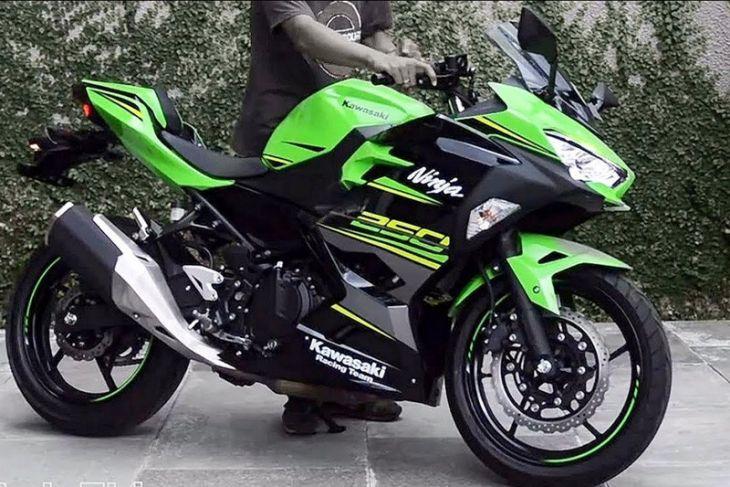 Kawasaki Ninja 250 bergaya Scrambler jadi perhatian