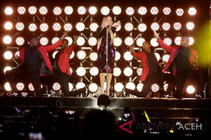 Mariah Carey pukau ribuan pengunjung Borobudur