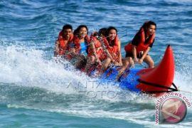 Pantai Natsepa Ambon ramai pengunjung