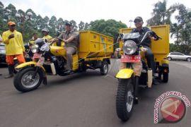 Pemkot Ambon Terima Bantuan Kendaraan Sampah