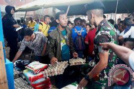 Kodam Pattimura, Brimob Maluku gelar pasar murah