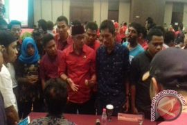Pendaftaran balon gubernur/wagub Malut diwarnai interupsi