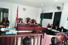 Anggota DPRD bantah pinjam uang terdakwa