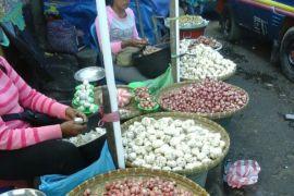 Harga bawang di Ambon bervariasi