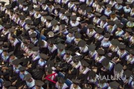 Unpatti Ambon yudisium 97 sarjana hukum