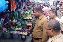 Wali kota Tual tinjau pasar Masrum