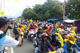 Pendukung pasangan AHM-Rivai konvoi di Ternate