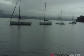 Tiga perahu layar SIDAYR belum masuk finis