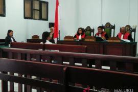 Hakim adili wanita pembawa 11 paket ganja