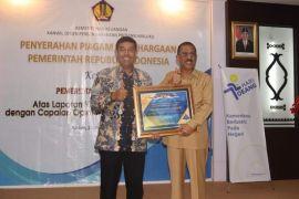 Pemkot Ambon terima penghargaan opini WTP