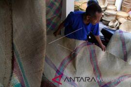 Kerajinan anyaman tikar tradisional Ternate terancam punah