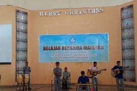 Siswa di Ambon pentas belajar bersama maestro