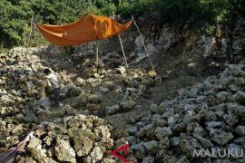 Pemkab diminta larang pengambilan batu karang