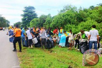 Komunitas di Ambon aksi bersih sampah