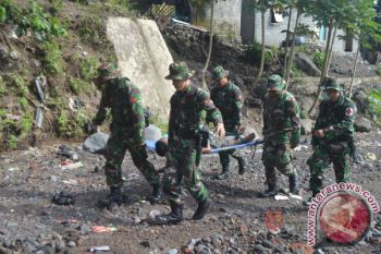 PRCPB TNI Simulasi Evakuasi Korban Erupsi Gamalama