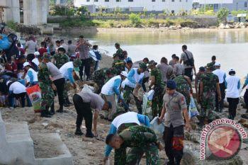 Kodam Pattimura, Dinas Lingkungan Hidup Bersihkan Lingkungan