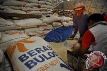 Bulog salurkan bansos rastra di Ambon