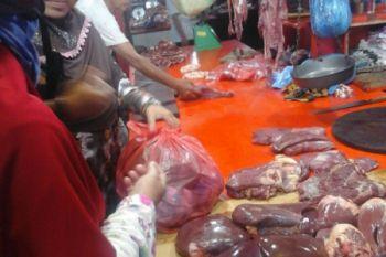 Harga daging sapi dan ayam beku bertahan