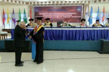 Marialdus raih gelar doktor tertua di Unpatti