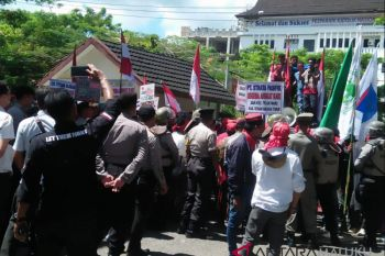 Dishut sikapi demo masyarakat adat tolak HPH