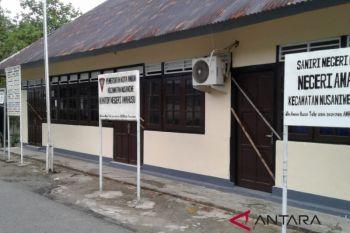 Warga Amahusu segel kantor negeri