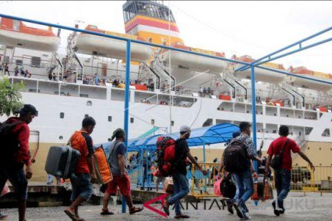 Penumpang di pelabuhan Ambon naik 40 persen