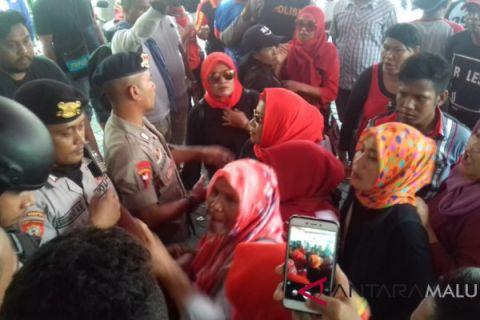 Massa AGK/YA desak KPU Malut gelar PSU