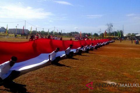 Warga Watran bentangkan bendera sepanjang 73 meter