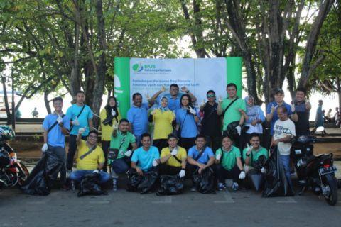 BPJS Ketenagakerjaan Cabang Ternate bersihkan Taman Nukila