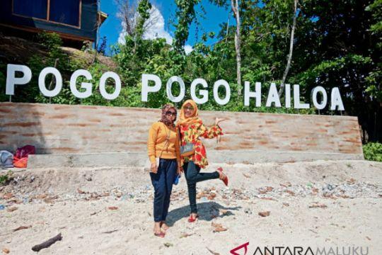 Warga Bacan padati objek wisata Teluk Pogo-Pogo