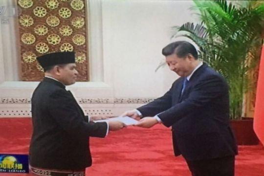 Menghadap Presiden Xi Jinping, Djauhari Bersarung